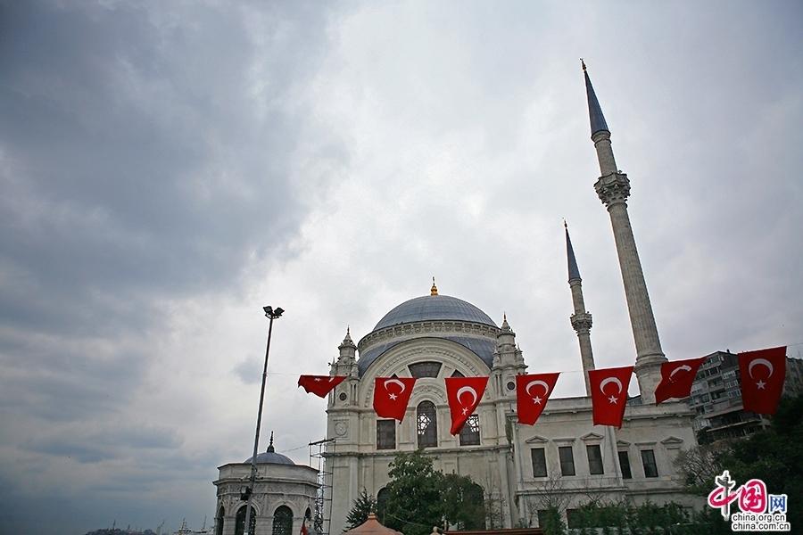 多玛巴赫清真寺由萨尔斯基设计