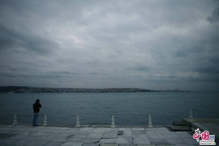 多玛巴赫清真寺前的观海平台