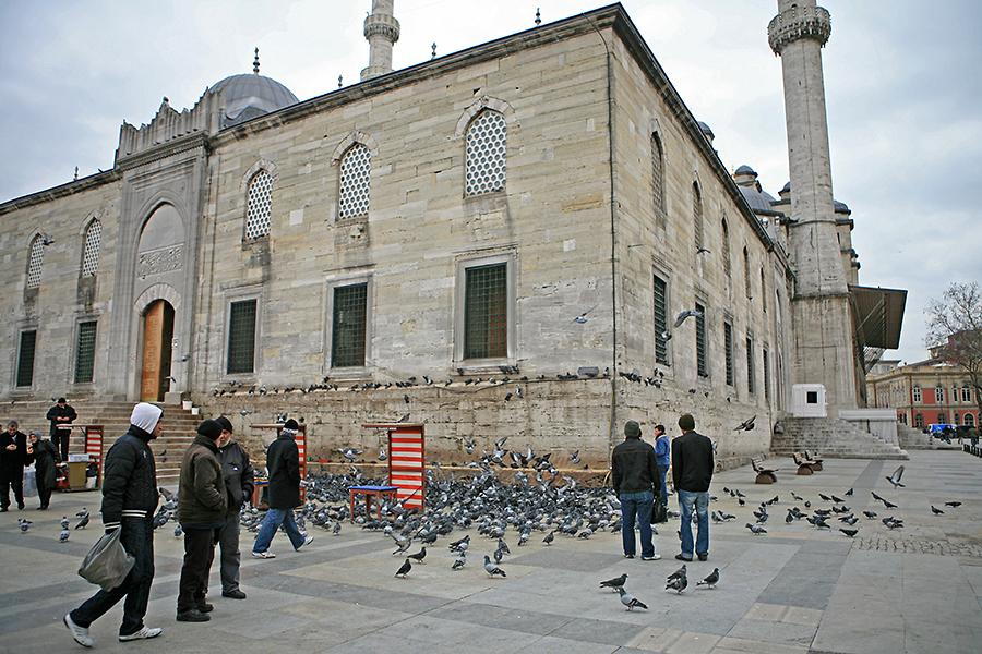 耶尼清真寺建于1597年