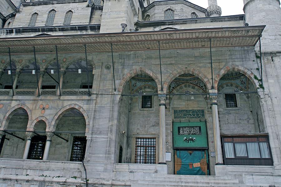 耶尼清真寺有两支宣礼塔