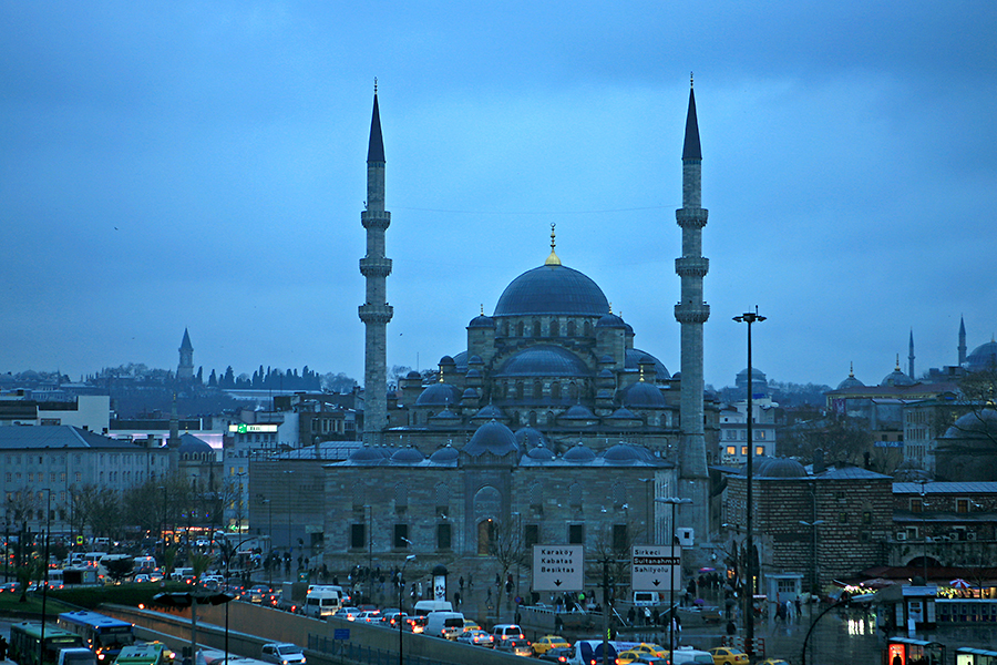 耶尼清真寺是典型的奥斯曼风格建筑