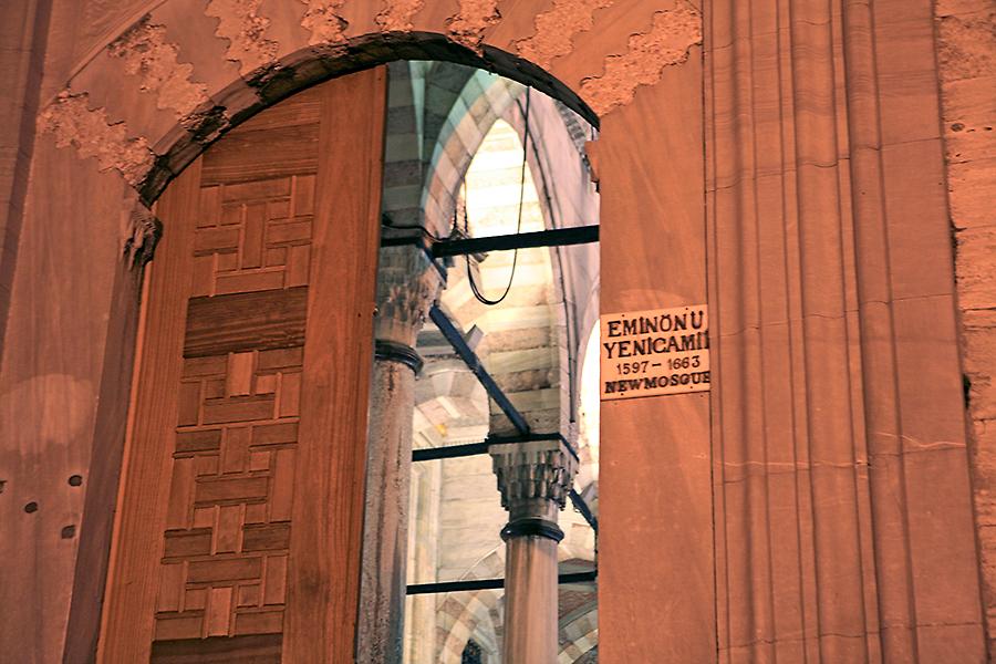 耶尼清真寺的大门