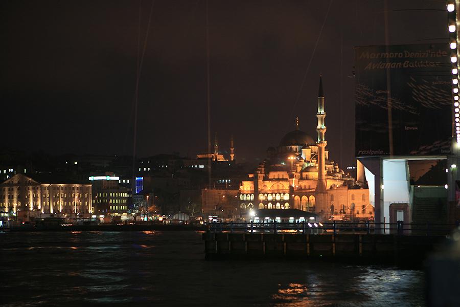 耶尼清真寺夜景
