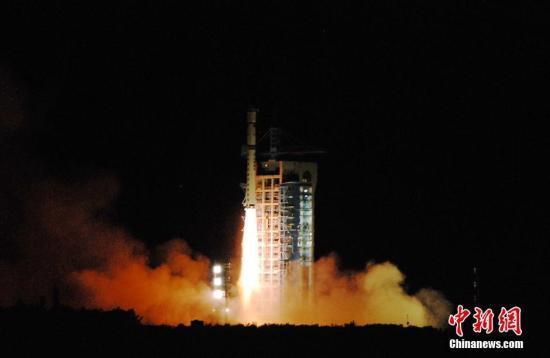 2016年8月16日01時40分,中國在酒泉衛星發射中心用長征二號丁運載火箭成功將全球首顆量子科學實驗衛星(簡稱量子衛星)發射升空。中新社記者 梁曉輝 攝