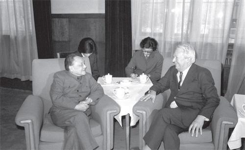 1982年4月6日,邓小平会见英国前首相爱德华·希思。(摄影 唐理奎)