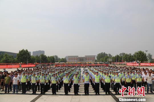 郑州交警晒渣土车整治成绩单一月查处5700余辆