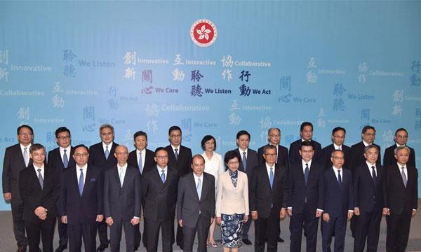 香港特别行政区第五届政府主要官员首次全体亮相