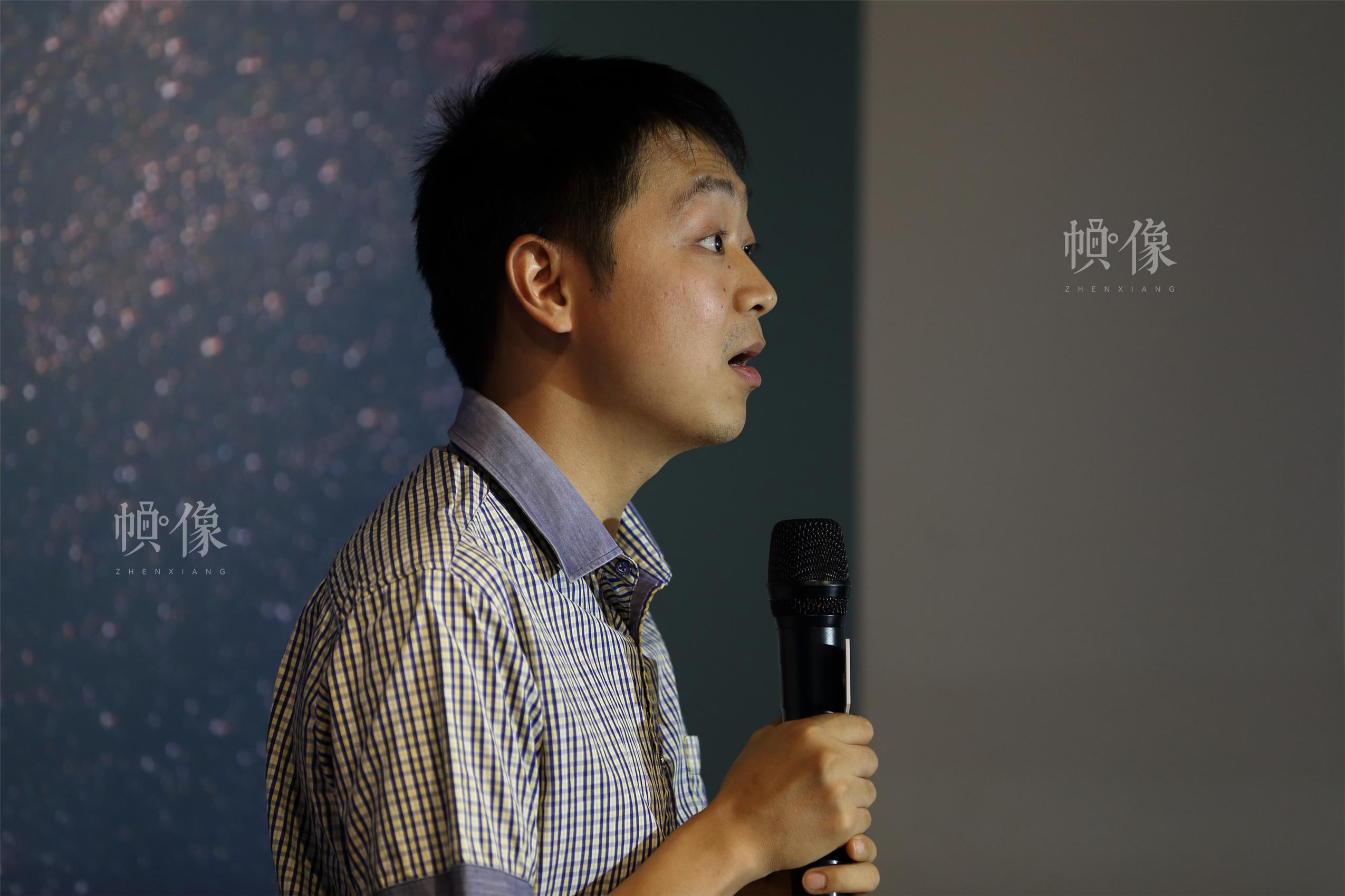 有人公益基金会残障项目总监、《奇葩说》辩手蔡聪分享经历。中国网记者 陈维松 摄