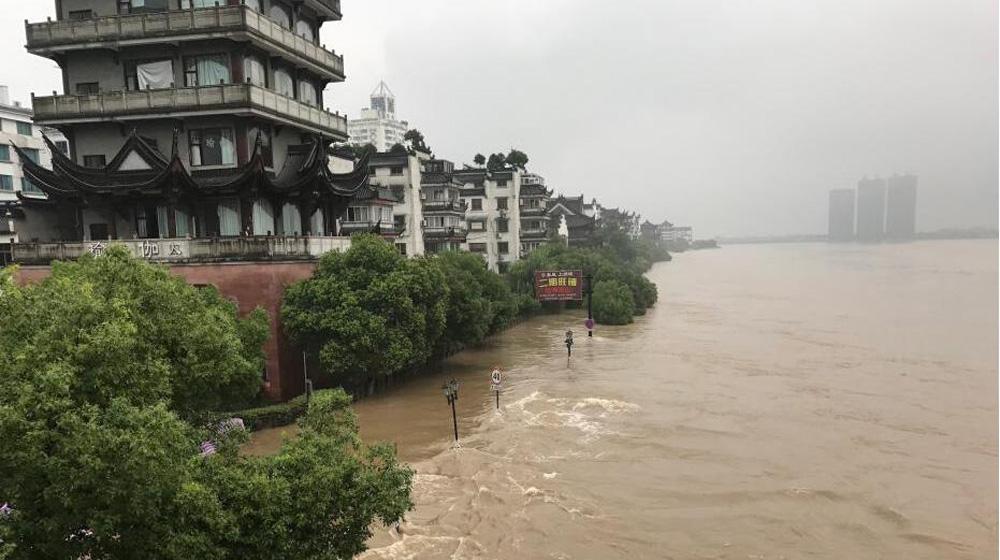 直击暴雨侵袭下的浙江兰溪 水位猛涨汛情告急