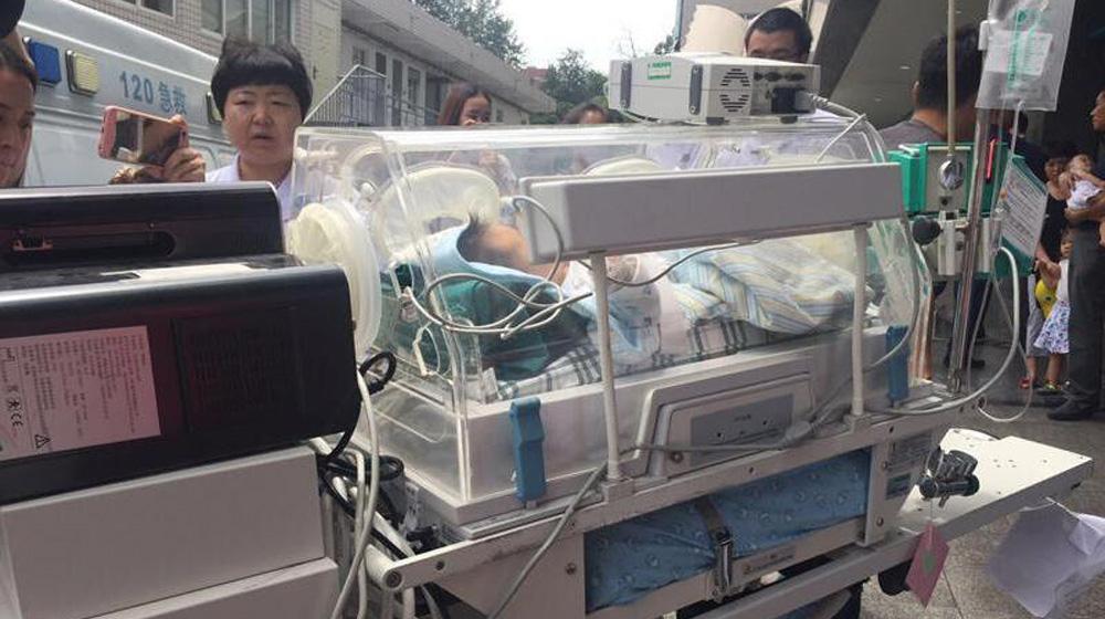 茂县山体垮塌幸存宝宝病情稳定 后续需闯感染关