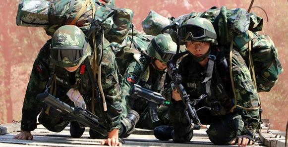 戰鬥在清晨打響 武警極限訓練進行中