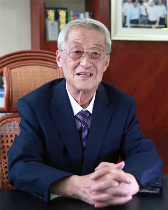超威副董事长周龙瑞荣获铅酸蓄电池行业最高奖普兰特奖