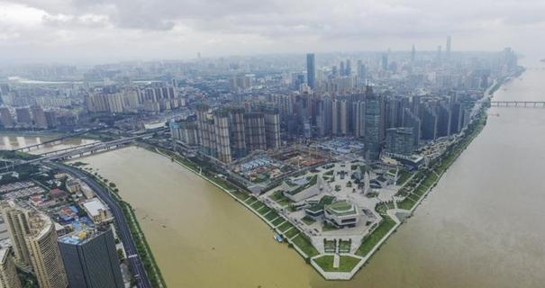 降雨致湘江水位暴涨 长沙橘子洲观光台被淹
