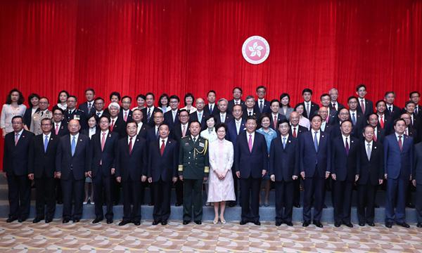 习近平会见香港特别行政区新任行政、立法、司法机构负责人