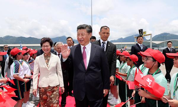 圆满结束在香港的各项活动 习近平主席离开香港返回北京