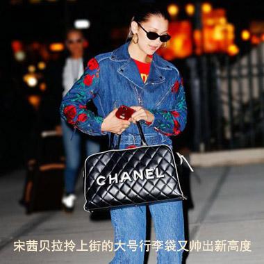 宋茜贝拉拎上街的大号行李袋又帅出新高度