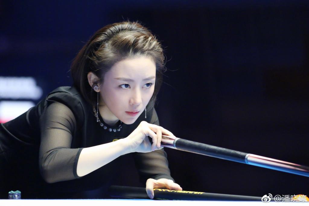 潘晓婷晒美照感慨职业生涯20年