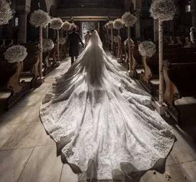 施华洛世奇的女儿大婚 婚纱镶50万颗水晶