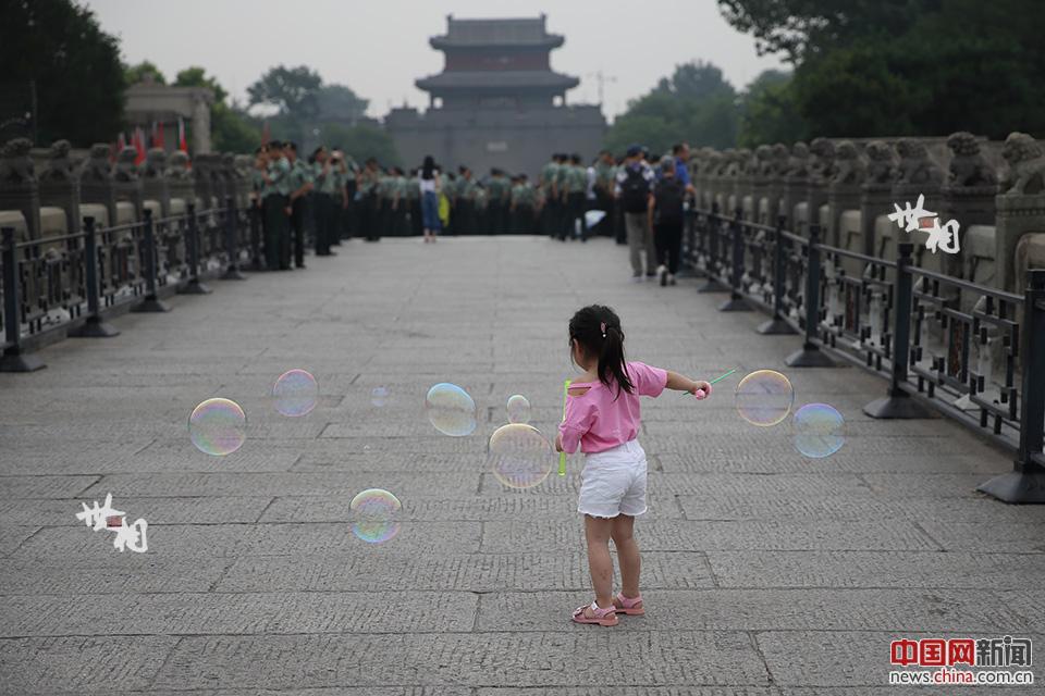 卢沟桥始建于1189年,完工于1192年,因跨越卢沟河(现名永定河)而得名,是北京市现存最古老的石造联拱桥。