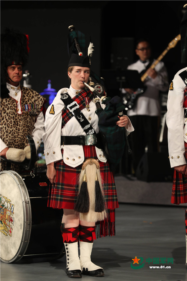 中国苏格兰风笛乐队_英国皇家苏格兰步兵团军乐团及第七营风笛鼓乐队表演.摄影:周汉青
