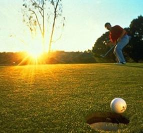 打好高尔夫,技巧比蛮力更重要