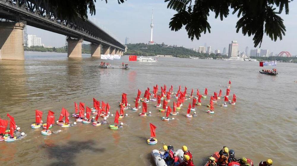 第43届武汉渡江节开幕 五千泳者搏浪长江