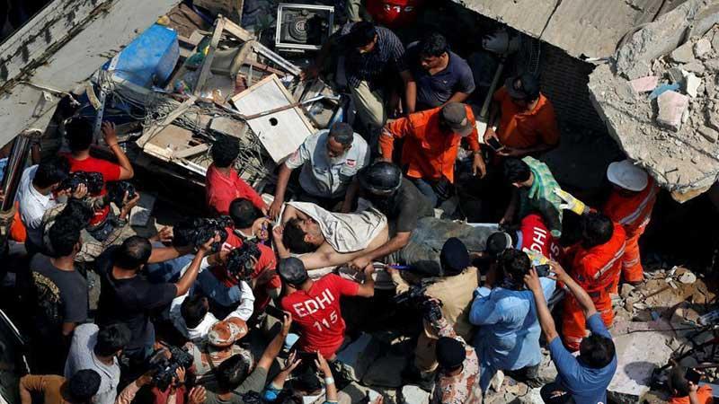巴基斯坦一栋楼房倒塌 造成数人死伤