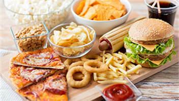 """""""洋快餐""""入华30年:美食背后的文化融合"""