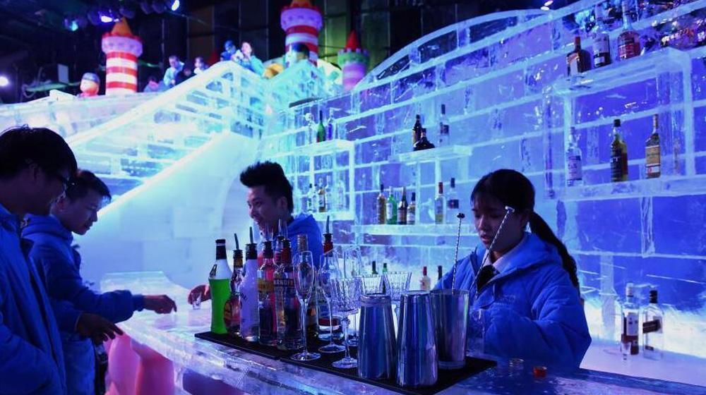 """重庆真冰打造""""冰酒吧"""" 与室外温差40℃"""