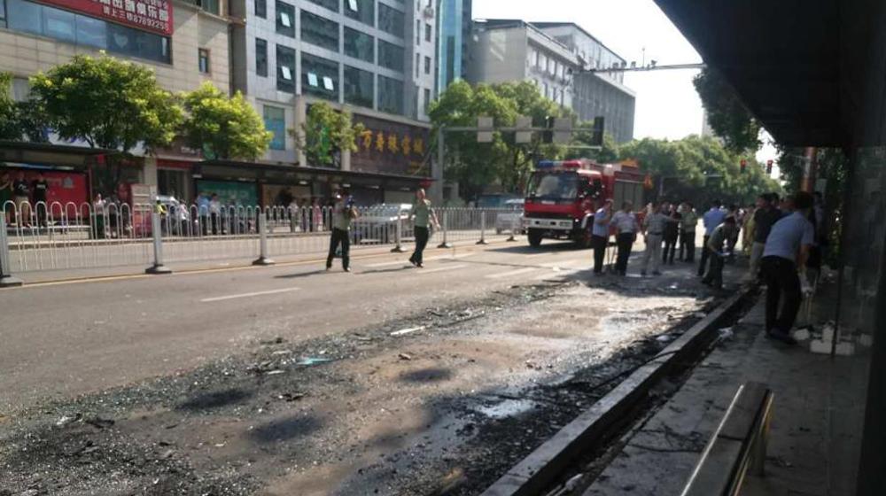 江西南昌一公交车在站台起火 纵火者死亡