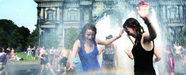'三伏天'高温热浪来袭 外国人炎夏如何避暑?