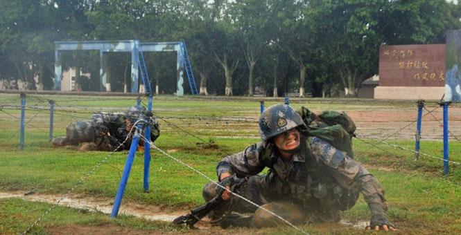 【网络媒体国防行】海军陆战队某旅锤炼硬功纪实