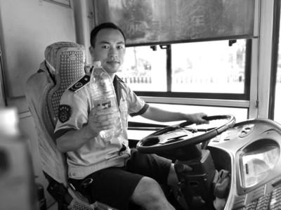 公交车内56℃ 司机叮嘱乘客:别坐!小心被烫