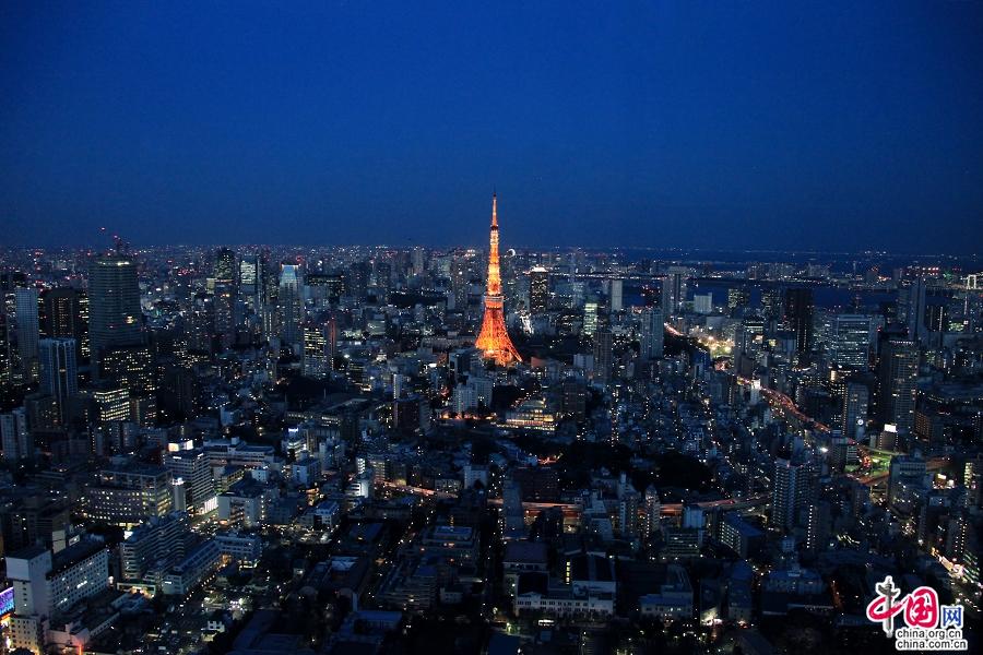 东京塔是东京地标性建筑物