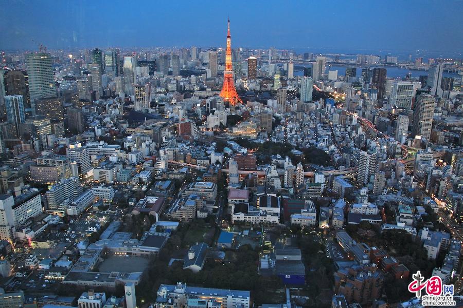 东京塔高332.6米