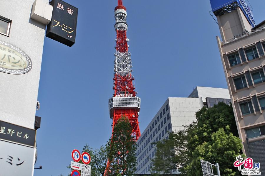 东京塔的颜色为红白相间