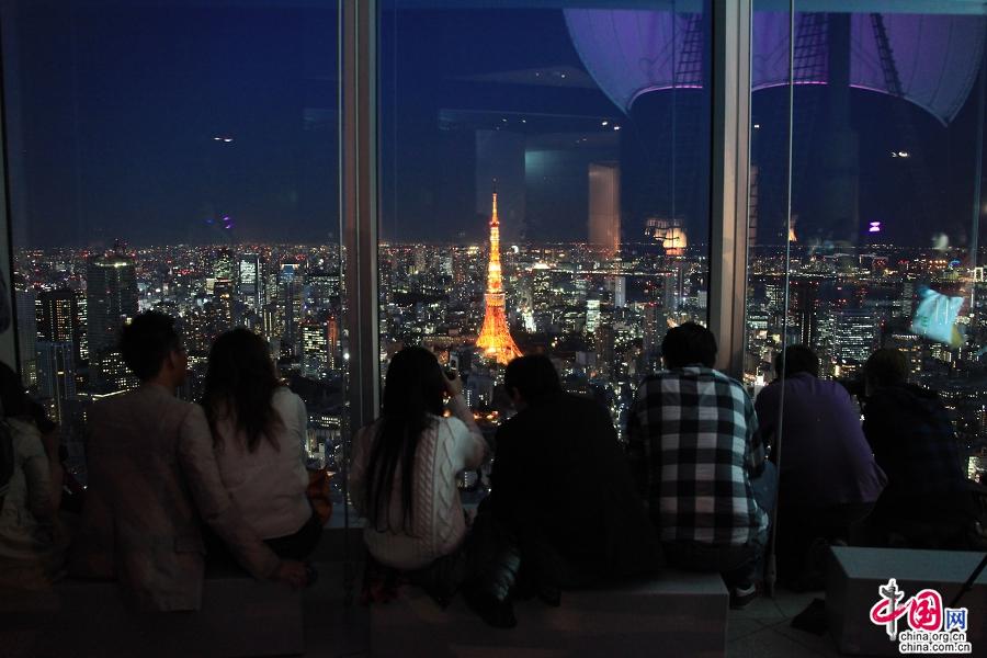 东京塔的灯光颜色会随季节变化