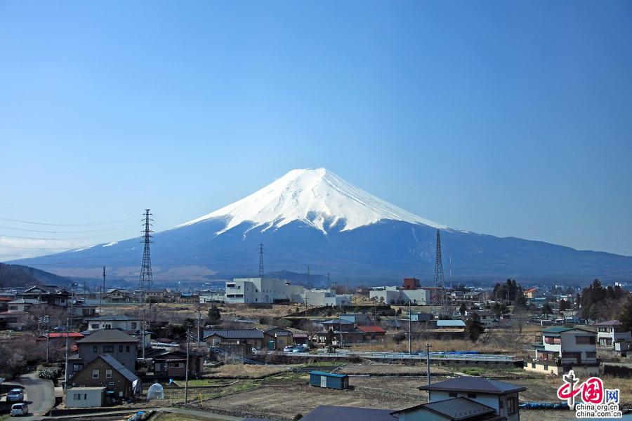 三十七 富士山的完美对称形象