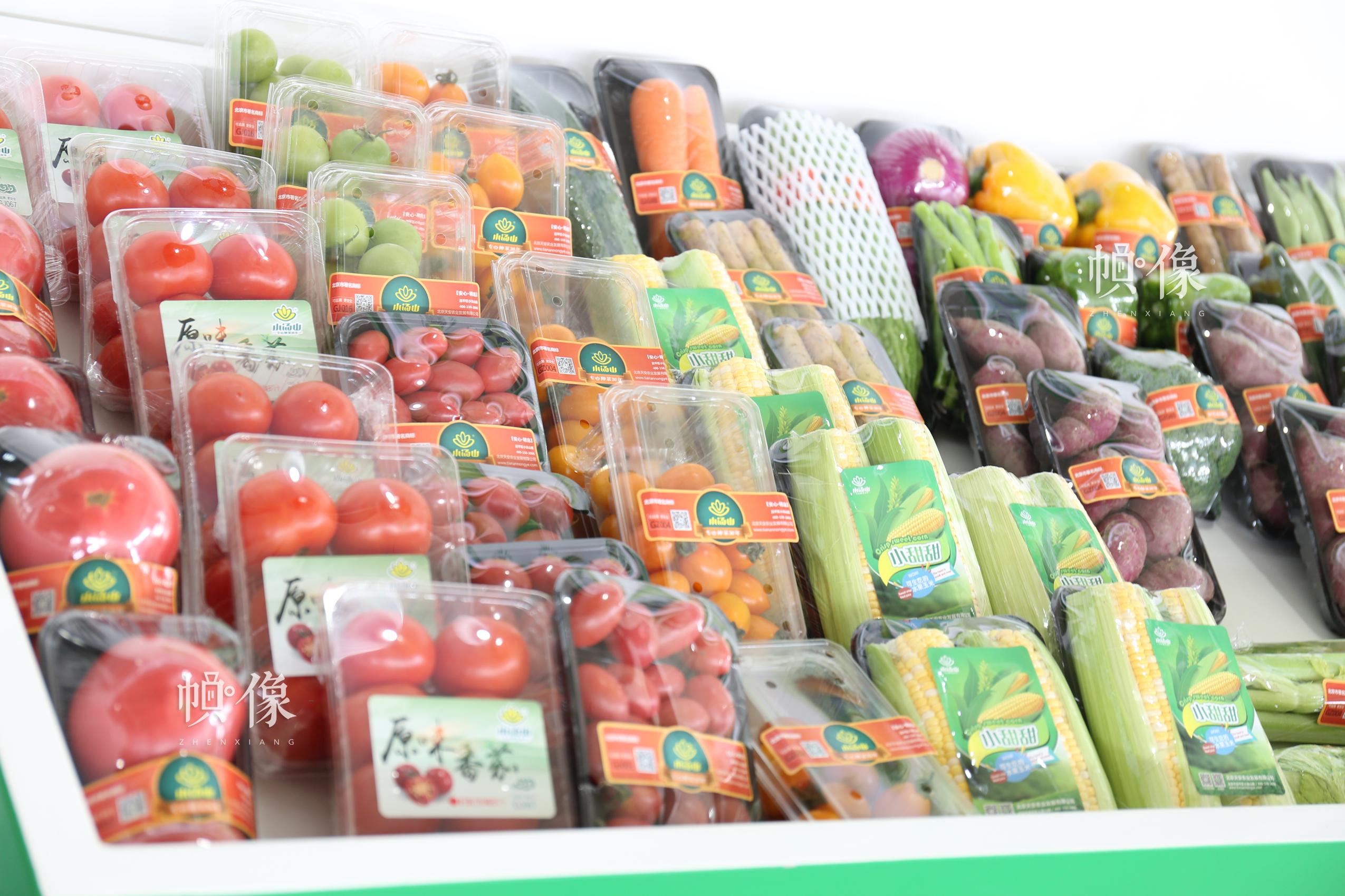 图为北京天安农业小汤山特菜基地所展示部分蔬菜。中国网记者 赵超 摄