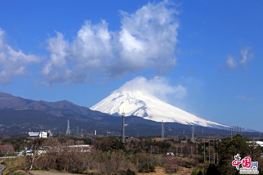 富士山海拔3775.63米