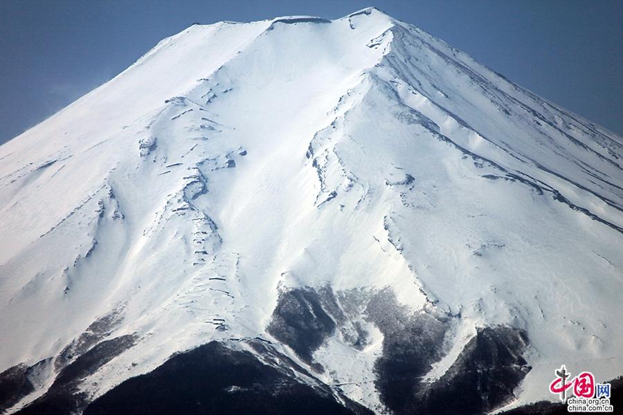 山顶的白雪