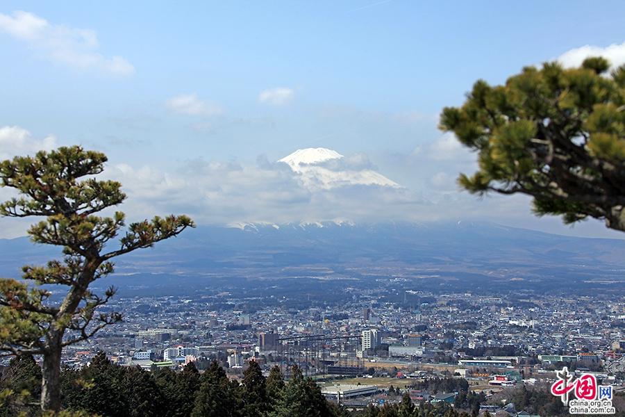 富士山飘渺云间