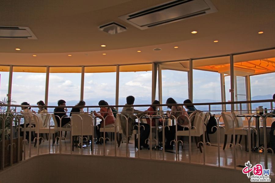 餐厅里可见富士山