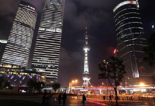 资料图片:上海浦东陆家嘴地区夜景 新华社记者 陈飞 摄