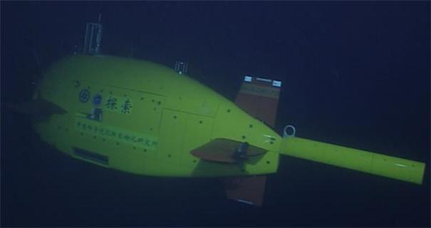 我国首次实现缆控式与自治式水下机器人深海交会拍摄