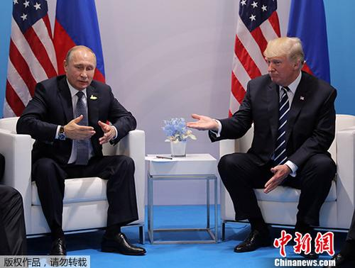 汉堡/资料图:2017年7月7日,德国汉堡,美国总统特朗普与俄罗斯总统普京...