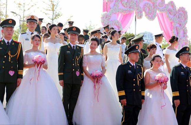 81对军人集体婚礼 浪漫庆祝八一建军节