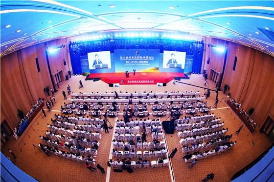 第六届库布其国际沙漠论坛闭幕