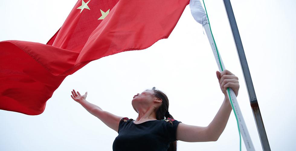 退伍五年,她坚持每天升国旗