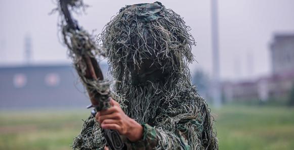 聚焦軍中狙擊手的偽裝潛伏術